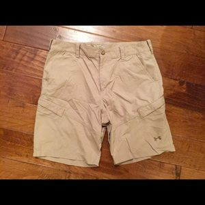 UNDER ARMOUR loose nylon heatgear cargo shorts 36